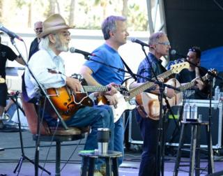 Don Williams bin dey play onstage for di 2013 California's Country Music Festival April 28, 2013