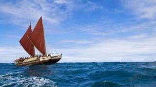 สมาคมล่องเรือโพลีเนเชียนต่อเรือโฮคูเลอาขึ้น เมื่อช่วงทศวรรษ 1970