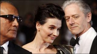 Abbas Kiarostami (l), Juliette Binoche and William Shimell (r)