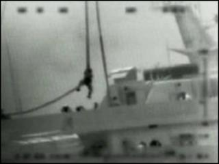 Israeli commando rapelling onto aid ship