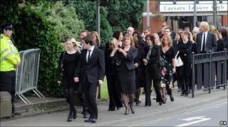 Mourners arrive for Kevin Commons funeral