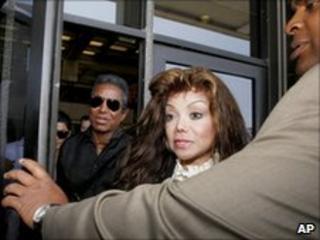 LaToya and Jermaine Jackson leave court 16/06