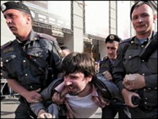 Alexander Artemev being arrested in Moscow, 31 May 2010; photo courtesy of Arslan Khasavov