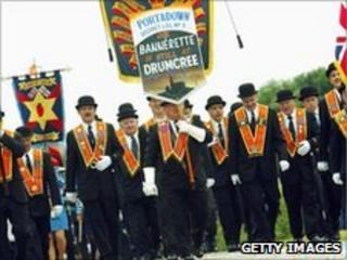 Orangemen march to Drumcree church in 2003
