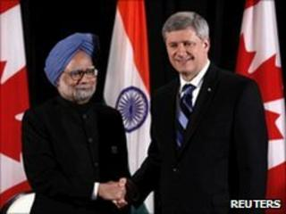 Indian PM Manmohan Singh (left) shakes hands with Canadian PM Stephen Harper in Toronto on 27 June 2010