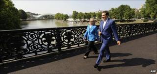 US Secretary of State Hillary Clinton (left) crosses a bridge in Tbilisi with Georgian President Mikhail Saakashvili, 5 July