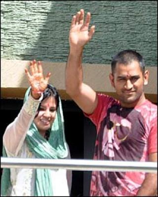 MS Dhoni and his bride Sakshi in Ranchi