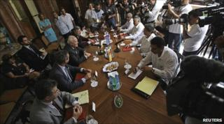 Cuban Foreign Minister Bruno Rodriguez (2nd right) and his Spanish counterpart Miguel Angel Moratinos (3rd left) during talks in Havana. Photo: 6 July 2010
