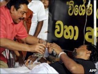 President Mahinda Rajapaksa with Housing Minister Wimal Weerawansa, 10 July
