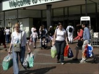 Shoppers in Reading, UK