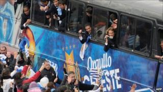 Crowds greet the returning Uruguayan football team