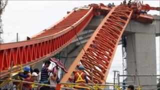 Crane collapse, metro Manila, Typhoon Conson, 14 July 2010