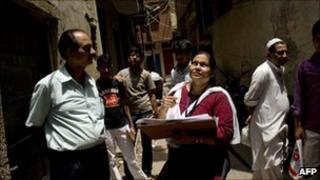 Indian census official chats to a resident in Delhi on 11 May 2010