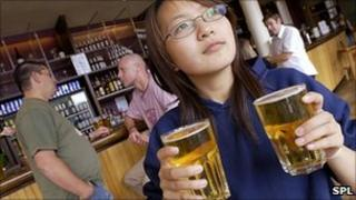 A women with a couple of pints