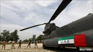 Pakistani soldiers unload supplies from a United Arab Emirates helicopter in Alipur, Muzaffargarh district, Punjab province - 19 August 2010