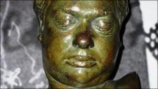 Dylan Thomas bust at the Dylan Thomas Centre