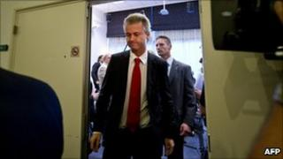Geert Wilders leave a news conference in The Hague (3 Sept 2010)