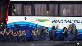 Philippine policemen outside a tourist bus hijacked in Manila on 23 August, 2010