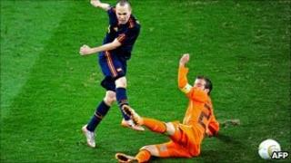 Iniesta scores the winning goal for Spain in the 2010 WC Final