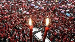Red-shirt protesters march through Bangkok. 19 Sept 2010