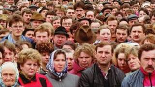 Crowds opposed to Gorbachev's reforms in Minsk, 1991