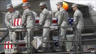 US soldiers carrying coffin of Pte Gebrah Noonan