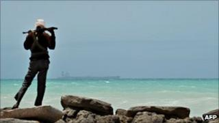 Pirate on the coast in Hobyo, central Somalia (20 Aug 2010)