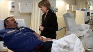 Nicola Sturgeon and patient Jeffery Gordon