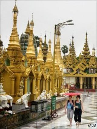 Foreign tourists at Rangoon's Shwedagon pagoda, file image from 1997