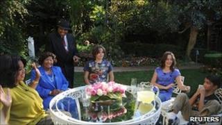 "Oprah Winfrey interviewing Katherine and Joe Jackson, with Prince, Paris and ""Blanket"""