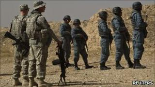US soldiers and Afghan police recruits at a training session last month