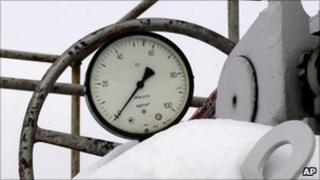 A gas pressure gauge indicating zero on the main pipeline from Russia in the village of Boyarka near Kiev, Ukraine, 3 January 2009