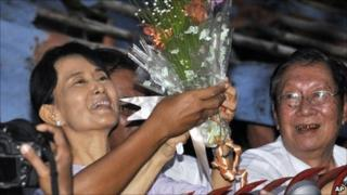 Aung San Suu Kyi celebrates with her supporters