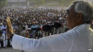 Nitish Kumar at an election rally on 29 October 2010