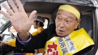 Incumbent Hirokazu Nakaima on the campaign trial on 11 November 2010
