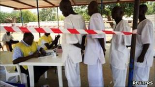 People queue for voter registration in Wau town, Southern Sudan (20 Nov 2010)