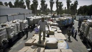 Trucks at the Kerem Shalom border between Gaza and Israel (Oct 2010)