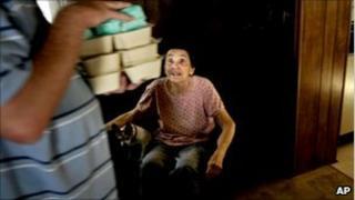 man delivering meals on wheels to pensionner