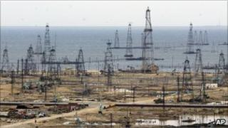 Oil derricks in Baku, Azerbaijan (file photo, 2005)