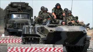 Russian armoured vehicle at a checkpoint on the Gori-Tbilisi road on 22 August 2008