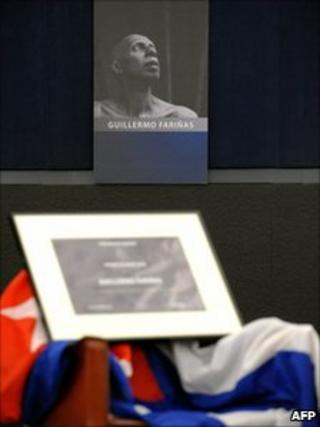 Empty chair left for Guillermo Farinas at the European Parliament, whose portrait was hung on a wall behind (15 December 2010)