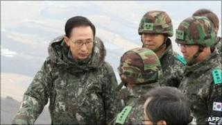 Lee Myung-bak at the Demilitarised Zone on 26 Dec