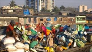 Scavengers sorting plastic