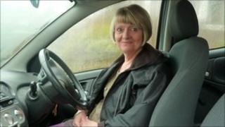 picture of Liz in her car