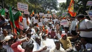 BJP activists protest against Karnataka Governor HR Bharadwaj in Bangalore on 22 January 2011