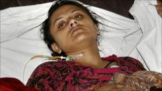 Shumaila lies in hospital after attempting suicide in Faisalabad in Pakistan on 6 February 2011