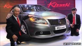 Maruti Suzuki India chief executive Shinzo Nakanishi (left) and sales head Mayank Pareek pose with the firm's Kizashi sedan