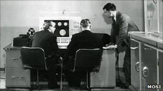 Christopher Strachey (l) and Alan Turing (r) working on the Ferranti Mark I