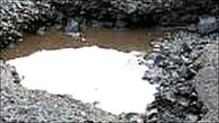 Pothole (Courtesy of CTC/www.fillthathole.org.uk)