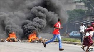 Supporters of Alassane Ouattara burn tyres in Abidjan. Photo: February 2011